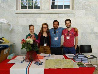 (De gauche à droite) Angus, Julie, Carlos et Alex prêts à accueillir les étudiants